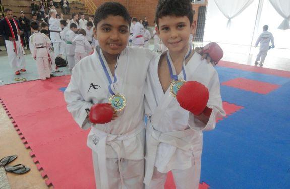 Karatê de BC conquista medalhas de ouro em campeonato estadual