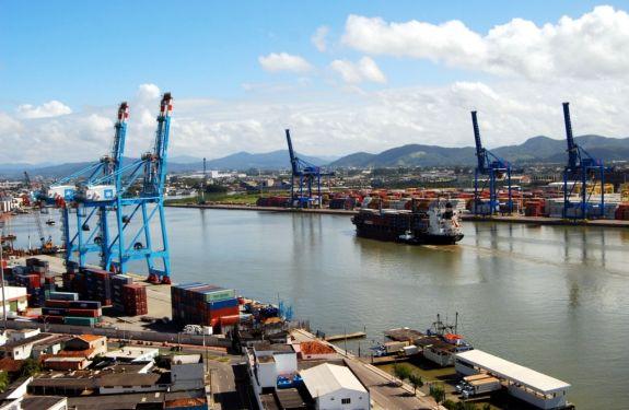 Liminar garante atividades de exportação e importação para associados da ACII no Porto de Itajaí