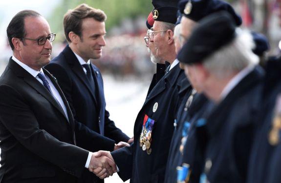 Macron e Hollande participam de evento que recorda fim da II Guerra Mundial