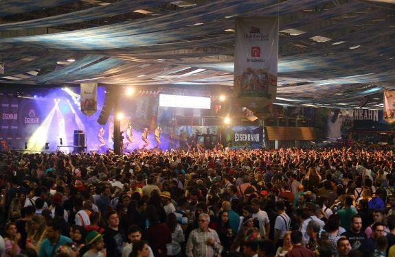 Mais de 350 mil pessoas já passaram pela Oktoberfest