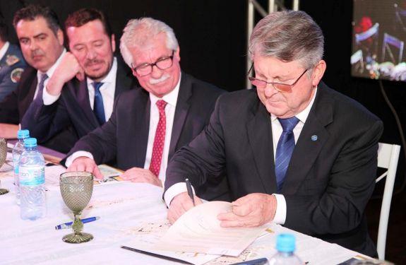 Mário Cesar dos Santos é empossado como presidente da ACII