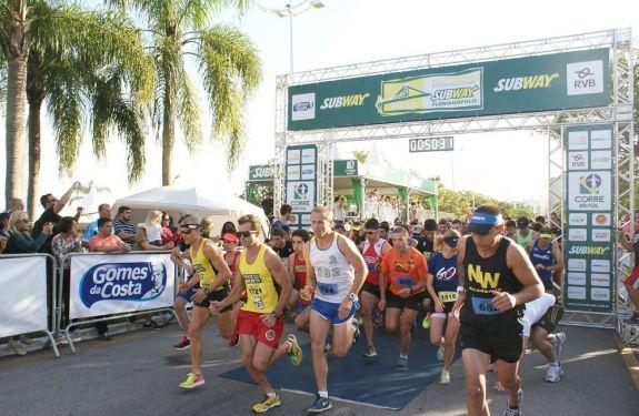 Meia Maratona Internacional de Floripa acontece neste domingo