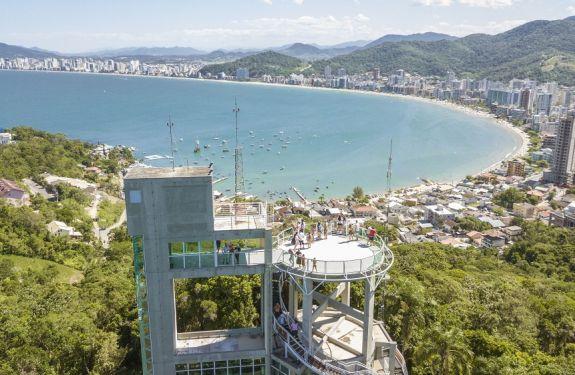 Mirante do Encanto recebe visitantes durante o Verão em Itapema
