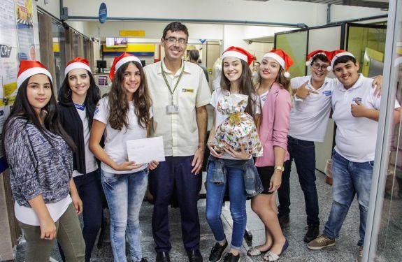 Mirins participam da campanha Papai Noel dos Correios
