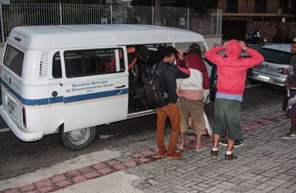 Município de Itajaí atende mais de 1,3 mil moradores de rua em ação inédita