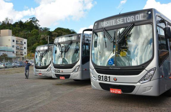 Novos ônibus de Blumenau tem acesso grátis à internet e tomadas