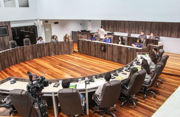 Novos vereadores mirins realizam 1ª reunião ordinária em BC
