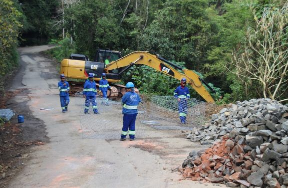 Obra em Rio do Sul impede passagem de motoristas