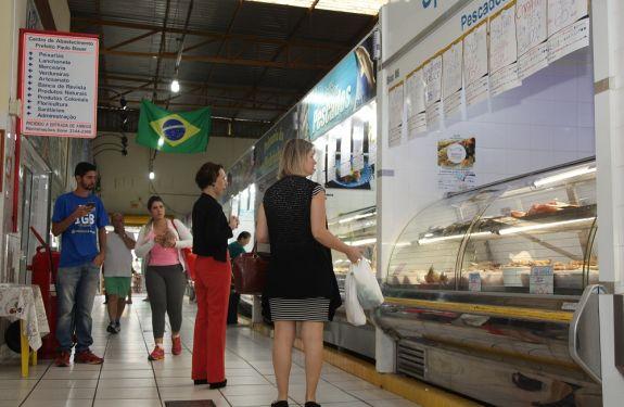 Ofertas movimentam o Mercado Público em Itajaí