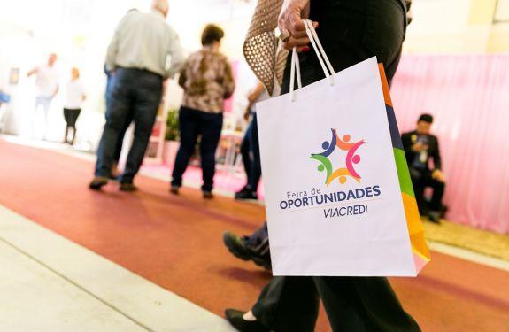 Parque Vila Germânica recebe pela primeira vez a Feira de Oportunidades, em Blumenau (SC)