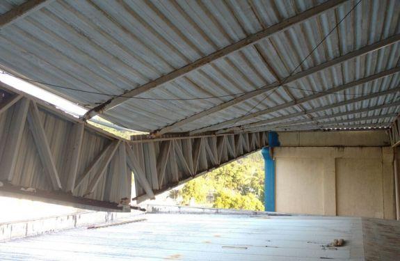 Parte do teto se rompe e escola de BC é interditada