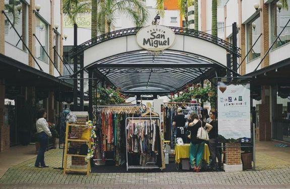 Passeio San Miguel recebe bazar itinerante neste final de semana