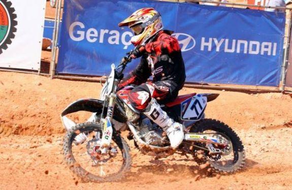 Piloto de Camboriú participa de competição internacional de Motocross