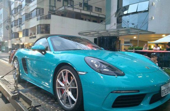 PM apreende carros de luxo após denúncias de manobras perigosas