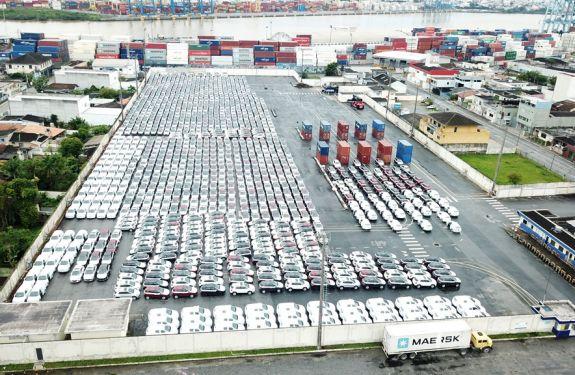Porto de Itajaí recebe mais de 1,7 mil veículos importados