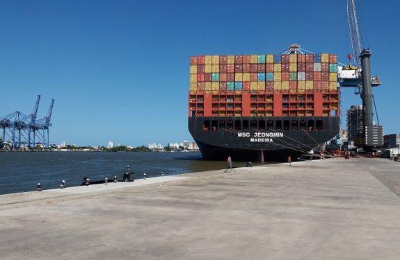 Porto de Itajaí registra aumento de 29% na movimentação de cargas em comparação com o mesmo período do ano passado.