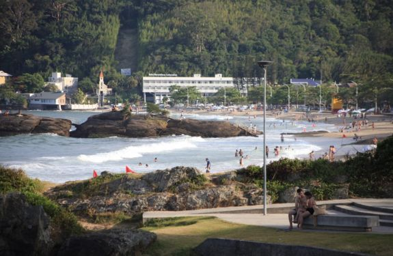 Praias de Itajaí são 100% próprias para banho