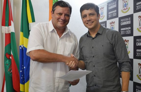Prefeito de Camboriú assina decreto que viabiliza Parque Inundável Multiuso