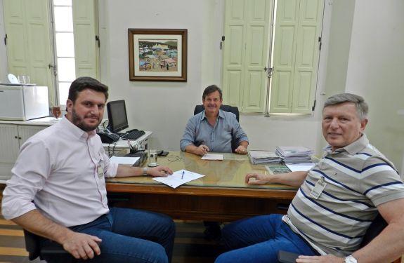 Prefeito Thomé protocola documentação para financiamento de R$ 10 milhões no Badesc