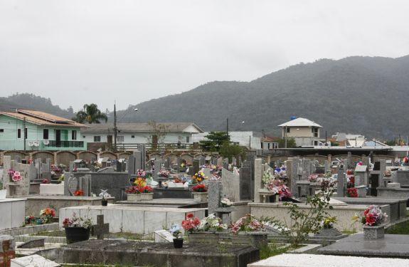 Prefeitura contrata empresa para prestar serviços no Cemitério da Barra