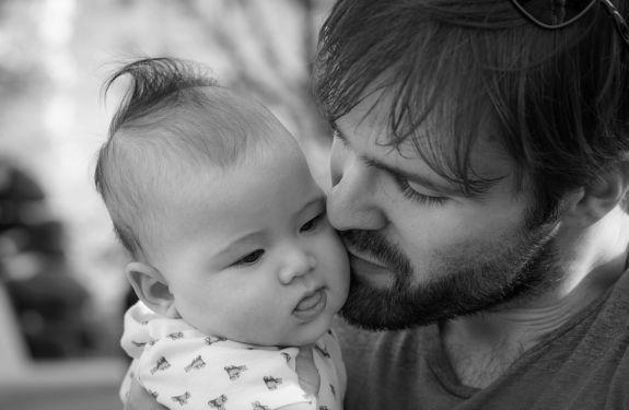 Prefeitura de Blumenau amplia licença-paternidade para servidores