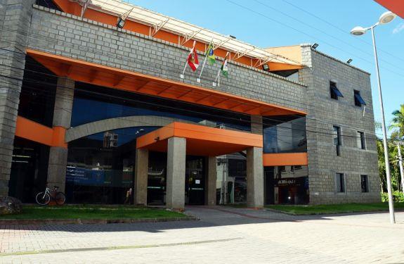 Prefeitura de Camboriú atende em novo horário