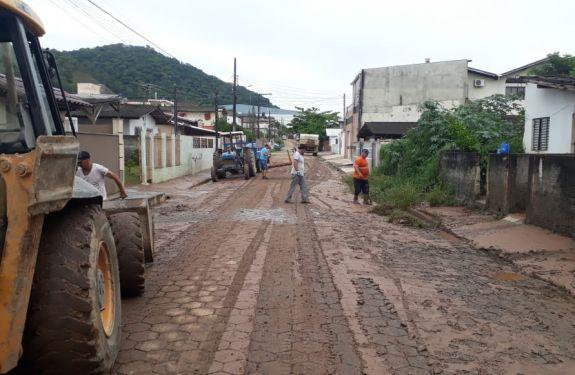 Prefeitura de Camboriú faz força tarefa para recuperar vias...