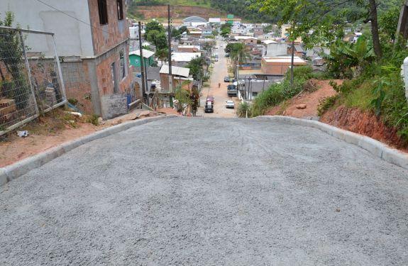 Prefeitura de Camboriú pavimenta com concreto trecho da Rua Monte Meru