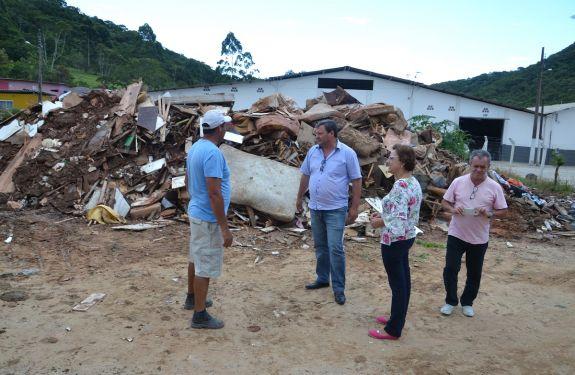 Prefeitura de Camboriú recolhe informações de famílias atingidas pela enxurrada