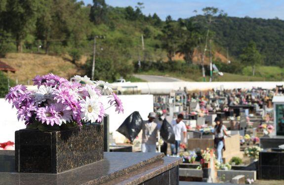 Prefeitura estuda implantação de novo cemitério em Camboriú