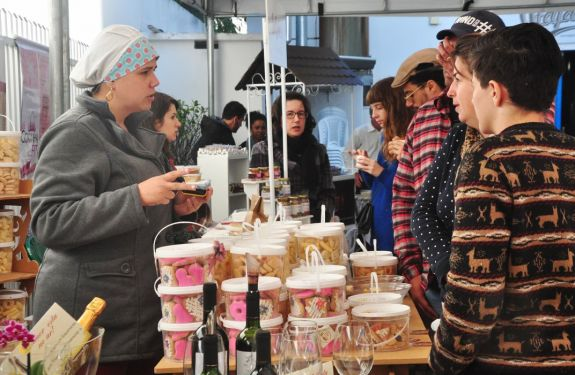 Produtores locais, música, comida e chope artesanal se encontram em mais uma edição de evento em Itajaí (SC)