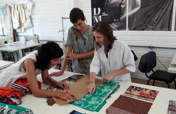 Projeto da Univali faz figurinos para grupo de maracatu