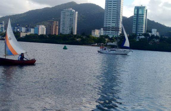 Projeto 'Mar e Vento' promove curso de vela em Itajaí