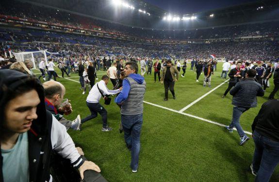 Punidos, Besiktas e Lyon ficarão fora de torneio europeu em caso de reincidência