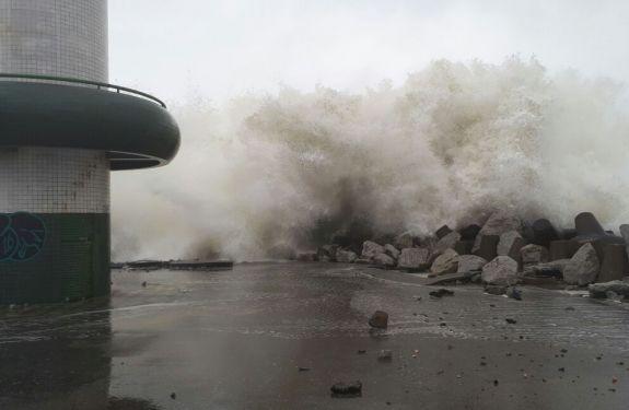 Ressaca e mar agitado atingem Itajaí