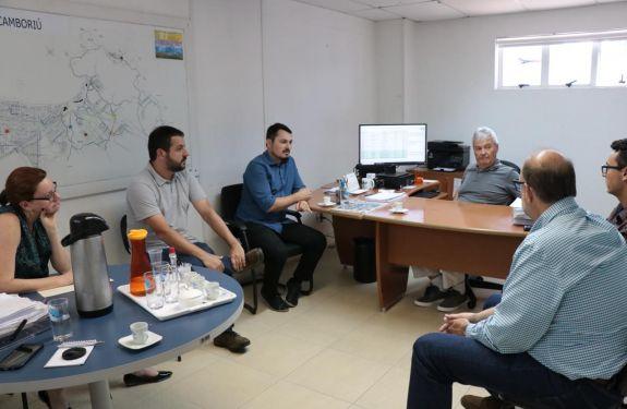 Reunião técnica trata da implantação da rede coletora de esgoto em Camboriú