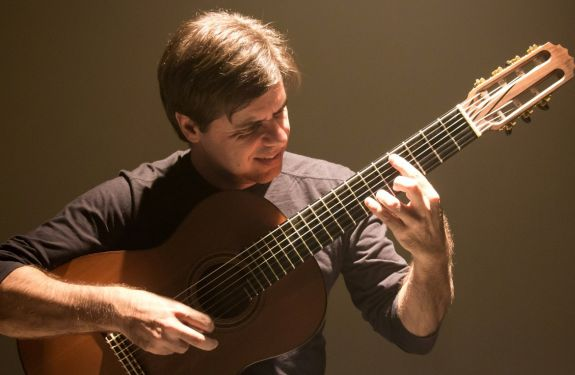 Ricardo Pauletti apresenta concerto gratuito em Itajaí
