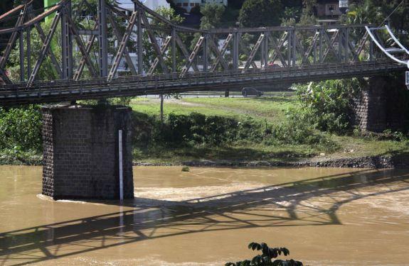 Rio Itajaí-Açu cai mais de 1,8 metro nas últimas 24 horas