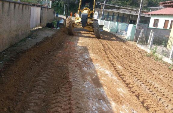 Ruas da Itaipava e do Limoeiro recebem melhorias na pavimentação