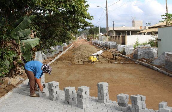 Ruas de Bal. Piçarras são pavimentadas em parceria com população