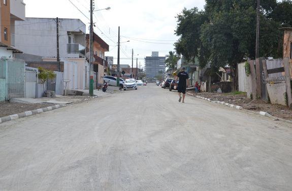 Ruas de Camboriú recebem pavimentação comunitária