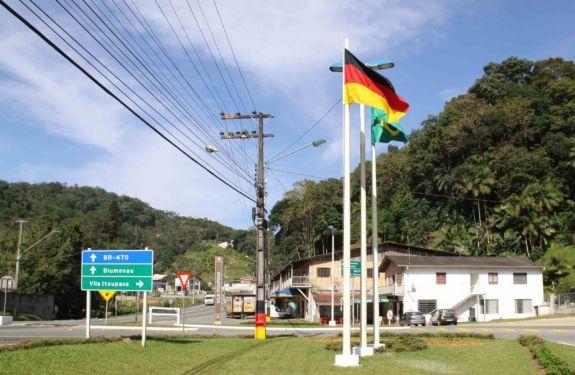 Serviços da Prefeitura de BNU atendem em regime de plantão durante o feriado