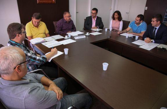 Servidores municipais recebem nova proposta para pagamento do reajuste