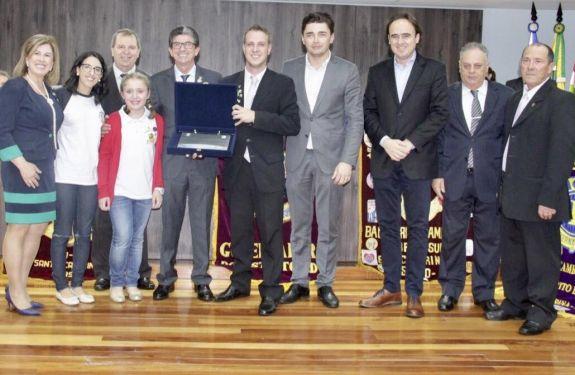 Sessão Solene marca centenário do Lions Clube Internacional em Balneário Camboriú