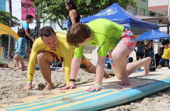 BC: Surf para autistas reuniu cerca de 130 crianças nesse sábado