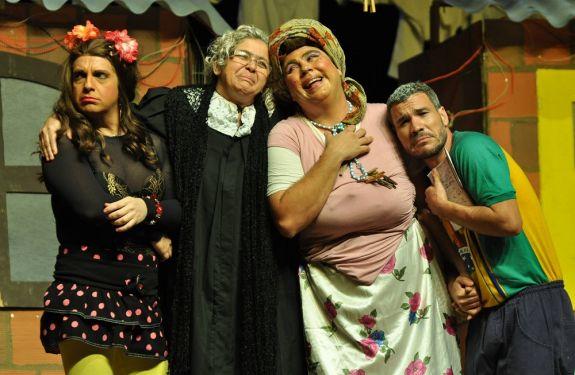 Teatro Bruno Nitz recebe comédia 'Muito Além da Janela' nesta quinta-feira