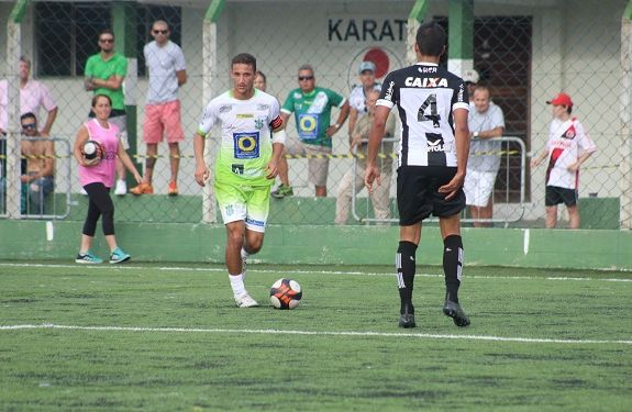 Top da Bola: Safira fica na dupla de prata dos melhores meias do Catarinense