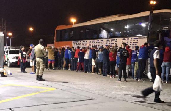 Torcedores do Nacional do Uruguai fazem arrastão em posto de BC