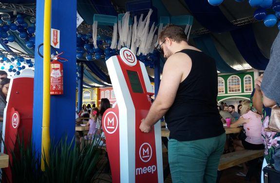 Totens são alternativas rápidas para compra de bebidas na Vila da Regata