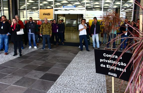 Trabalhadores da Eletrosul em SC aderem a paralisação nacional da Eletrobras